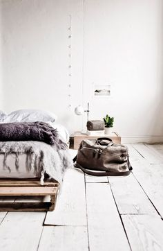 Méchant Design: use leather bag to decorate
