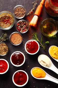 18 easy marinades for summer barbecues and planchas! - Discover my article on marinades, with 18 marinade recipes for all foods: meat, fish, vegetables, e - Cooking For Beginners, Cooking 101, Sauce Recipes, Hallumi Recipes, Hotdish Recipes, Lasagna Recipes, Pancake Recipes, Spinach Recipes, Steak Recipes