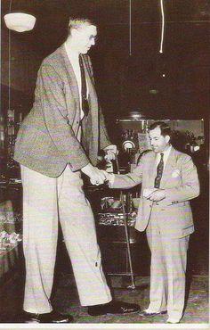 ☆ ☆ Robert Pershing l'uomo più alto del mondo altezza 2.72 metri foto del 1930 circa - Alfredo Aubagne - Google+