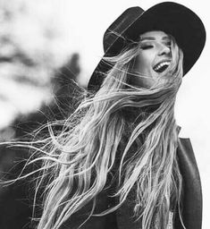 Image about girl in Fryzury by Klaudia on We Heart It Wind Blown Hair, Liquid Dreams, Guess Girl, Woman Smile, Creative Pictures, Black N White Images, Poses, Photo Instagram, Photography Women