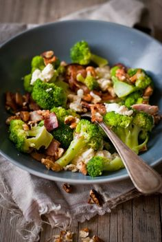Brokolice se slaninou, mozzarellou a ořechy, Foto: Sweet pixel blog Low Carb Recipes, Cooking Recipes, Healthy Recipes, Low Carb Diet, Broccoli, Good Food, Food And Drink, Lunch, Dinner