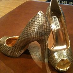 2x HP❤️Valentines Deal $45 Mischka glam  Host picked 1/13 by the lovely @brkbczofordhm for BOLD AND BEAUTIFUL PARTY And 1/27 for SWeet and SaSSY Party by lovely @kimmidee!!  **** whooohoo!! Lovely for formal event. Peep toe. Worn once. Size 6 1/2. Snake skin faux look. No width preference mentioned on shoe but would be better on narrow foot. Badgley Mischka Shoes