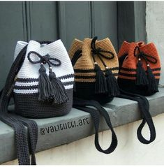 Elegant crochet bag with leather strap and handle Crochet Backpack Pattern, Bag Pattern Free, Crochet Bag Tutorials, Crochet Projects, Bead Crochet, Diy Crafts Crochet, Crochet Handbags, Crochet Purses, Crochet Designs
