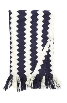 Cozy 'Saw Tooth' Throw - 40% off http://rstyle.me/n/sznndnyg6