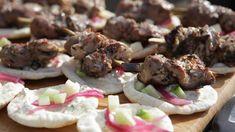 Mini brochettes d'agneau au vermouth Hamburger, Lamb, Stuffed Mushrooms, Cookies, Vegetables, Desserts, Pickled Onions, Chicken, Pork