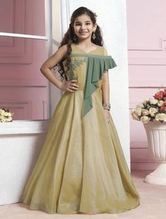 Designer Gowns for Girls. Buy online children's gowns dresses & frocks at best price for 1 to 16 years girls. Shop girls designer gowns for Wedding, Birthday, Party & Festival wear. Shop Now! Gowns For Girls, Dresses Kids Girl, Kids Outfits, Baby Dresses, Cotton Dresses, Indian Designer Outfits, Designer Gowns, Designer Anarkali, Fancy Suit