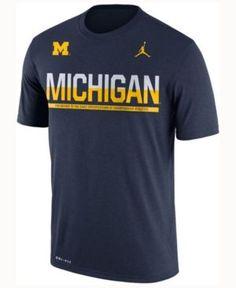 Nike Boys' Michigan Wolverines Legend Staff Sideline T-Shirt - Blue S