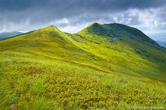 Amazing Tarnica summit in the great Bieszczady Mountains, Poland, Polska. Beautiful spring landscape. Fotograf Jarek Konarzewski