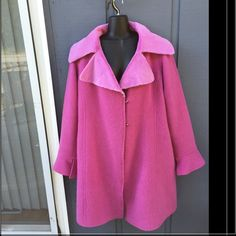 FENDI VINTAGE AUTHENTIC Wool coat with fur collar. One of a kind, mint condition, dime piece. EUR 38 1/2 , USA 10/12. Mink collar.  ⭐️Reasonable offers entertained⭐️ FENDI Jackets & Coats