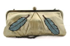 Upcycled vintage clutch purse with feathers #doeeyedandpigeontoed