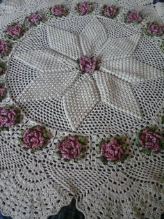 Picture only, no pattern. Crochet Dollies, Crochet Art, Crochet Home, Filet Crochet, Crochet Flowers, Crochet Table Runner Pattern, Crochet Placemats, Crotchet Patterns, Christmas Crochet Patterns
