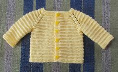 Kinzie Baby Cardigan- with long sleeves (marianna's lazy daisy days) häkeln , Kinzie Baby Cardigan- with long sleeves (marianna's lazy daisy days) Kinzie Baby Cardigan- mit langen Ärmeln Baby Knitting Patterns. Baby Knitting Patterns Free Newborn, Baby Cardigan Knitting Pattern Free, Baby Sweater Patterns, Knitted Baby Cardigan, Baby Hats Knitting, Cardigan Pattern, Jacket Pattern, Baby Patterns, Jackets