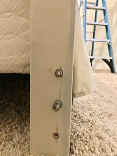 Making a Headboard from an Old Door Antique Door Headboards, Headboard From Old Door, Wood Headboard, Headboards For Beds, Headboard Ideas, Headboard Designs, Diy King Size Headboard, How To Make Headboard, How To Make Bed