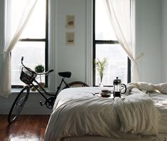 Apartment, bedroom, big windows, bicycle, coffee in bed Interior Desing, Interior Exterior, Modern Interior, Interior Ideas, Interior Decorating, Decorating Ideas, Coffee In Bed, Bike Coffee, Drink Coffee