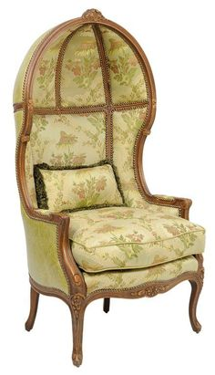 A FRENCH LOUIS XV STYLE PORTER'S CHAIR : Lot 56