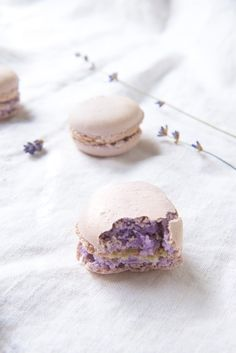 Lavender White Chocolate Macarons I love macaroons, and haven't had great ones since I moved from Chicago (no French bakery here!)... Can't wait to tackle these!