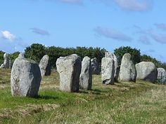 If erecting Stonehenge seemed to have been a tremendous groan, think about how backbreaking it must have been the folks responsible for the Carnac stones. On the coast of Brittany in northwestern. Ancient Aliens, Ancient History, Region Bretagne, Little Britain, Memorial Stones, Iron Age, Stonehenge, Cool Places To Visit, Archaeology