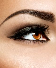 Eyebrows take a lot of upkeep. Tweezing, waxing, shaping; it's a lot of work! Here's how to get your brows looking great in just 5 minutes.