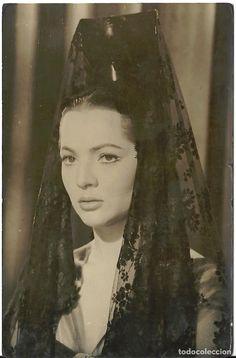 Maribel Vargas - the beautiful Sarita Montiel with rebozo Spanish Eyes, How To Speak Spanish, Spanish Heritage, Spanish Actress, Spanish Wedding, Bride Of Christ, Flamenco Dancers, Spanish Fashion, Human Art