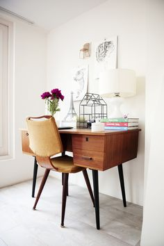 The desk of Elisah Jacobs from Interior Junkie | Chapter Friday #pin_it @mundodascasas www.mundodascasas.com.br