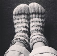 Strikk to rette, to vrange til arbeidet måler 14 . Big Knits, Slippers, Socks, Knitting, Crafts, Fashion, Threading, Moda, Manualidades