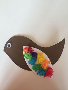 Ptáček z barevného papíru a krepaků
