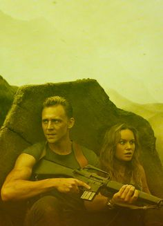 Tom Hiddleston as Captain James Conrad in Kong: Skull Island. Higher resolution image (UHQ): http://ww4.sinaimg.cn/large/6e14d388gy1fcufjifm4dj227k0xcn6t.jpg Source: https://www.cosmicbooknews.com/content/kong-skull-island-high-res-images