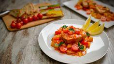 Sabe mesmo a Verão esta receita de peixe fresco, aqui bem acompanhado por diferentes vegetais