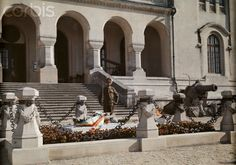 vintage everyday: 27 Rare and Fascinating Color Photographs of Romania in the 1934 - A young man guards the tomb of the Unknown Soldier in Carol Park (Bucharest). Economic Problems, Unknown Soldier, Extraordinary People, Bucharest, World Cultures, Romania, Old Photos, 1930s, Around The Worlds