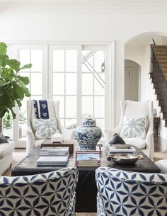 white decor I recently stumbled upon the work of interior designer Theresa Rowe . Ill just say the first image below took my breath and made me want. Home Living Room, Living Room Designs, Living Room Decor, Blue Rooms, White Rooms, White Walls, Navy And White Living Room, Home Theaters, Deco Marine