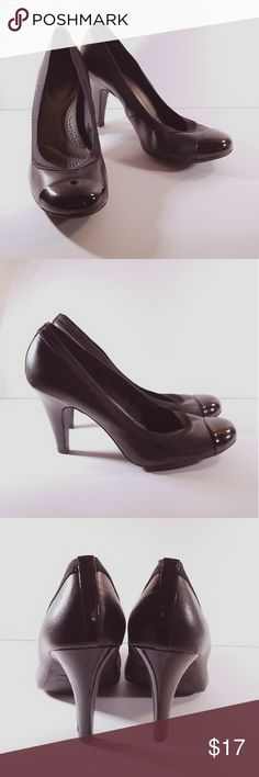 Black Dexflex Heels, Size 9 Black Dexflex Heels, Size 9. Very comfortable and in excellent used condition with minimal wear. Dexter Shoes Heels