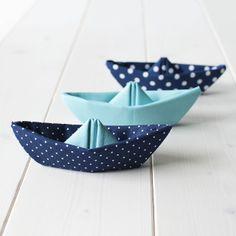 La Gata Con Botas: Barcos de tela / Fabric boats