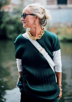 Gold Chain Midlife chic over outfit. Love the gold chain and layering aspect of this outfit. - Our street style photographer captures the most stylish attendees at London Fashion Week 2016 London Fashion Weeks, London Fashion Week Street Style, Look Street Style, Street Style 2016, Street Fashion, London Style, Mature Fashion, Over 50 Womens Fashion, Fashion Mode