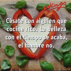 """""""Cásate con alguien que cocine rico. La #Belleza con el tiempo se acaba, el hambre no."""" #Citas #Frases @Candidman"""