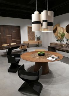 Round Dining Table Modern, Luxury Dining Room, Lazy Susan, Ufo, A Table, Dining Chairs, Furniture, Lighting, Design