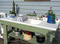 A whimsical outdoor kitchen potting bench, by Organized Clutter, featured on Funky Junk Interiors Decor, Summer Decor, Old Sink, Outdoor Sinks, Garden Junk, Garden Sink, Vintage Tea Kettle, Funky Junk Interiors, Outdoor Kitchen