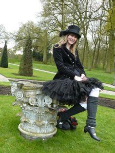 Mijn kostuum uit 2010 in 2012 weer gedragen naar de Elf Fantasy Fair uitgebreid met een velours jasje!