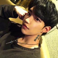 Korean Boys Hot, Korean Boys Ulzzang, Ulzzang Boy, Korean Men, Cute Asian Guys, Asian Boys, Asian Men, Bad Boy Aesthetic, Korea Boy