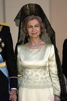 La Reina Sofía con mantilla, el dia de la boda del principe Felipe de Asturias y Letizia Rocasolano