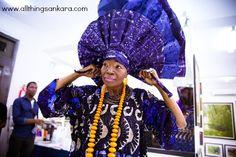All Things Ankara: Headwraps: Nike Davies-Okundaye Flawless Signature Gele via Ayiba Magazine Country Fashion, All Fashion, Fashion Tips, Fashion Design, African Textiles, African Men Fashion, Head Wraps, Wearable Art, Nike