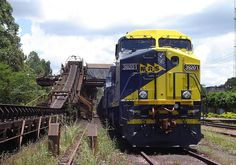 A MRS C38EMi loading an iron ore train at Casa de Pedra yard.