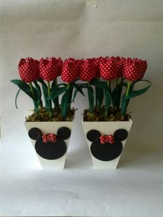 Centro de Mesa Minnie - G                                                                                                                                                                                 Mais Mickey E Minnie Mouse, Fiesta Mickey Mouse, Mickey Mouse Parties, Mickey Party, Mickey Craft, Minnie Birthday, Mickey And Friends, Disney Crafts, Craft Gifts