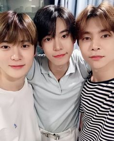 Ten and Johnny are mutuals and internet friends that end up living closer than they think. After they run into eachother on the last day of school, they introduce their friends to each other in a groupchat Highest Rankings Nct dream Crackfic Doil Winwin, Taeyong, Nct 127, Nct Johnny, Jaehyun Nct, Kpop, Nct Doyoung, Nct Life, Valentines For Boys