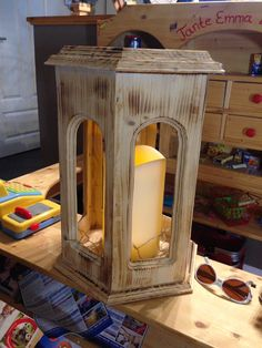 Holzlaterne Large Lanterns, Rustic Lanterns, Lantern Craft, Wood Shop Projects, Wood Candle Holders, Woodworking Projects That Sell, Wooden Stools, Wood Design, Wood Crafts