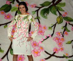 Купить или заказать Платье 'Дыхание весны' в интернет-магазине на Ярмарке Мастеров. Платье выполнено из полушерстяной качественной, тёплой пряжи испанской марки 'Lana stop'. Декор сделан шерстью меринос с элементами ручной художественной вышивки 3D и вышивки лентами. В наличии платье молочно-белого цвета. Серое было сделано на заказ. Возможно выполнение в любом цвете... Цена 290 евро.