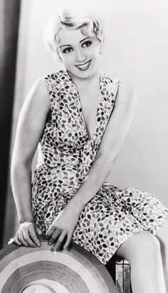 Joan Blondell (1906-1979) Old Hollywood Stars, Old Hollywood Glamour, Golden Age Of Hollywood, Vintage Glamour, Vintage Hollywood, Vintage Beauty, Classic Hollywood, Hollywood Actress Photos, Hollywood Fashion