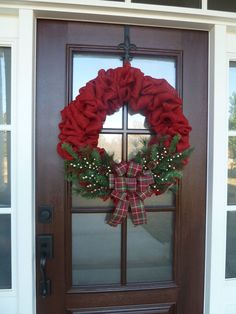 Awesome 88 Adorable Christmas Wreath Ideas for Your Front Door. More at http://88homedecor.com/2017/09/30/88-adorable-christmas-wreath-ideas-front-door/