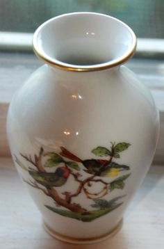 Herend, Rothschild Bird (Green) in. Herend China, Bud Vases, Bird Art, The Ordinary, Hand Painted, My Favorite Things, Antiques, Green, Antiquities