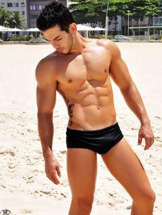 bulgeshunter:  Black speedo bulge