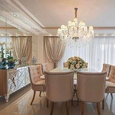 Dining Room Table Decor, Dining Table Design, Room Decor, Classic Dining Room, Luxury Dining Room, Esstisch Design, Living Room Mirrors, Home Design Plans, Apartment Interior